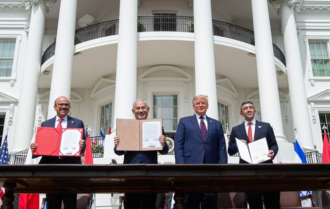 vign3_Trump_and_the_3_countries_representative_white_house_front